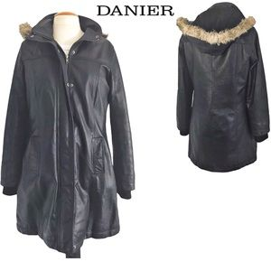 Danier Medium length warm leather jacket M